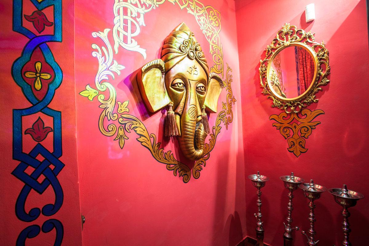 Poze din Interiorul restaurantului Ganesha - #16