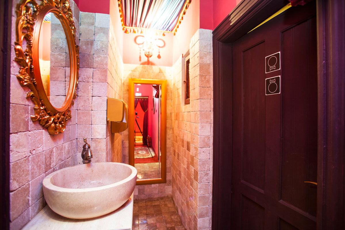 Poze din Interiorul restaurantului Ganesha - #13